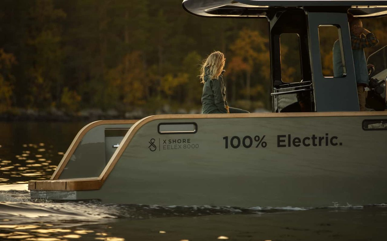 Eelex 8000 all electric boat