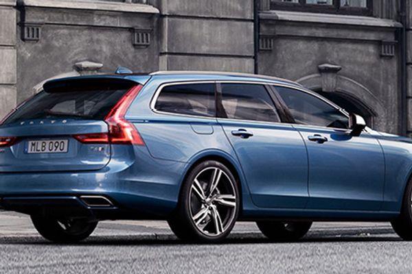 Bilde av en blå Volvo V90