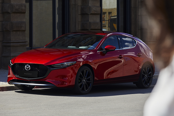 Illustrasjonsbilde av en rød Mazda3