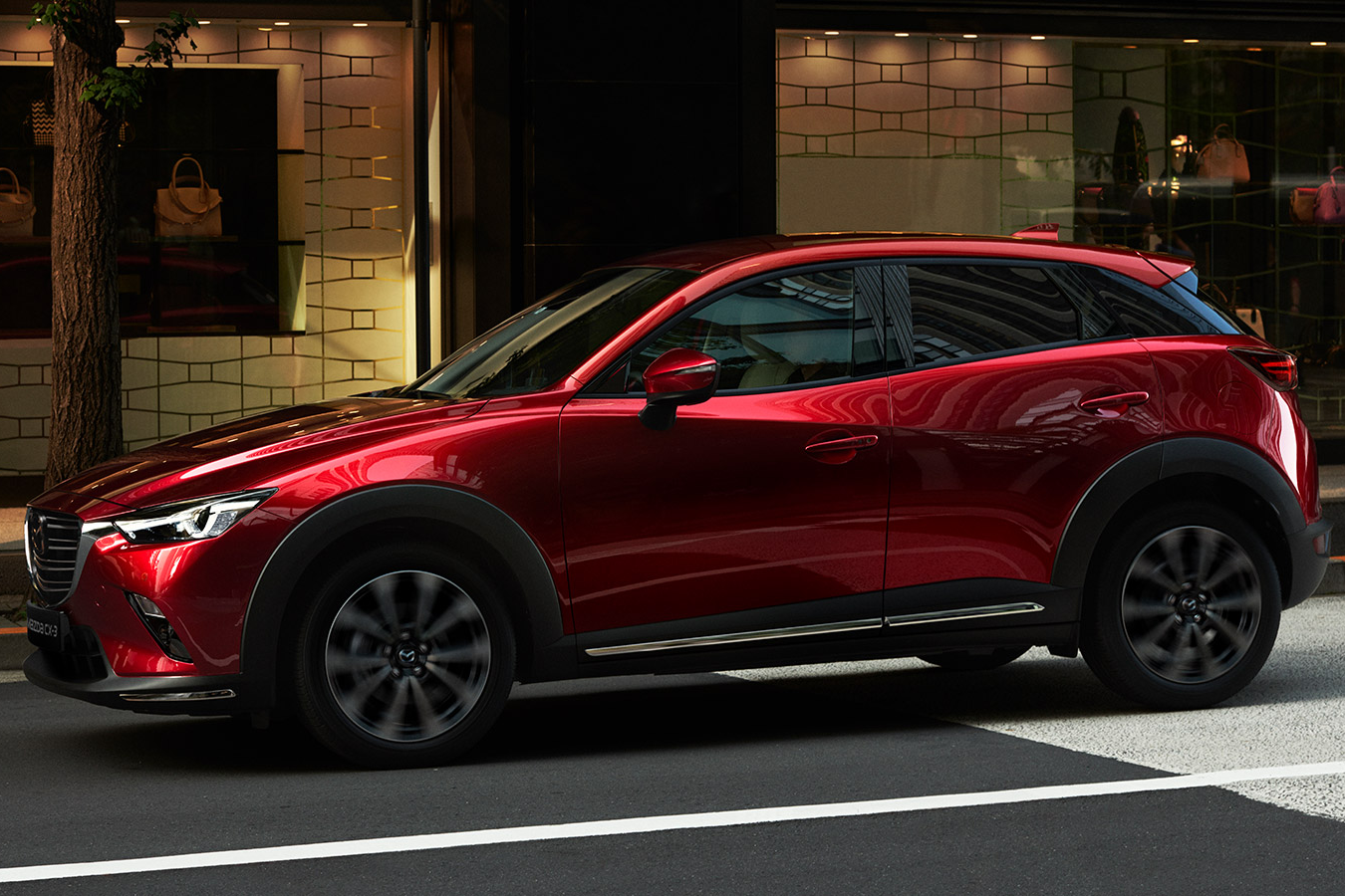 Illustrasjonsbilde av en rød Mazda CX-3