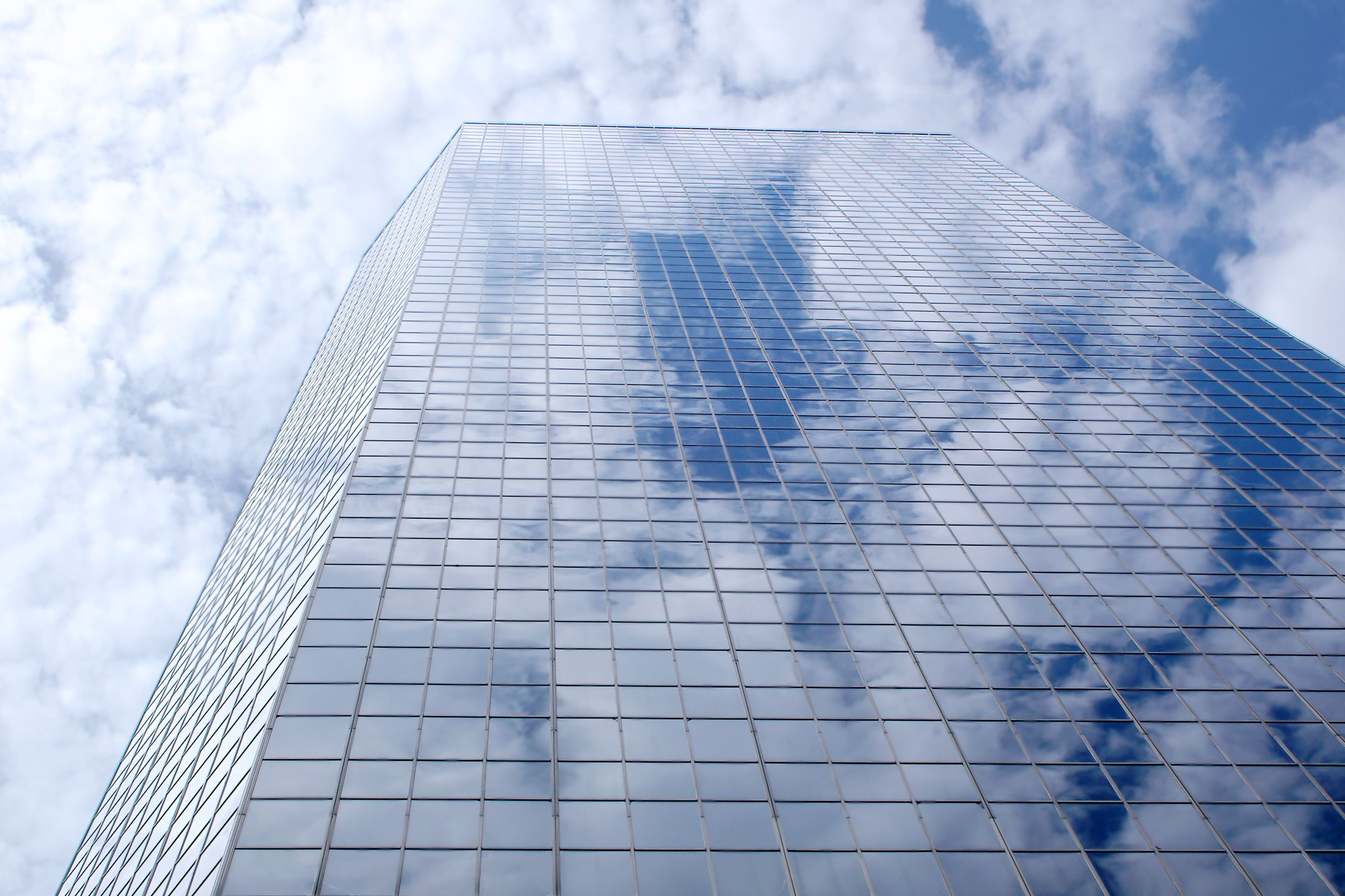 Choosing On-Premise vs Cloud E-Commerce platforms
