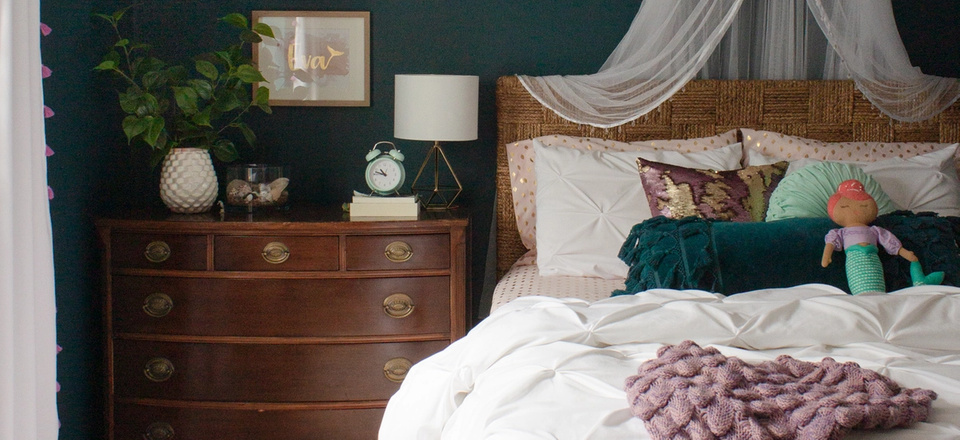 bed canopy and dresser