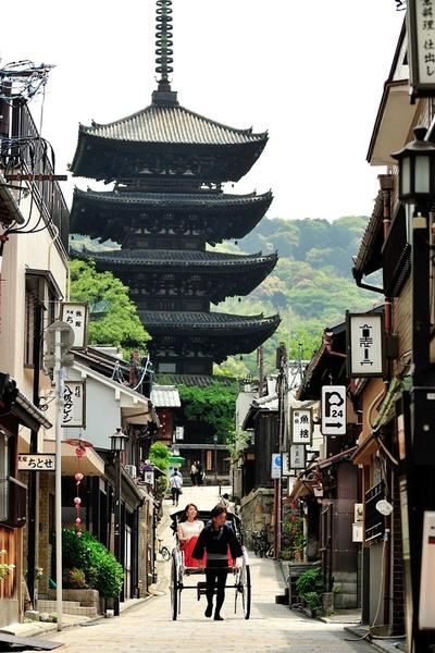 THE ANCIENT CAPITAL: KYOTO