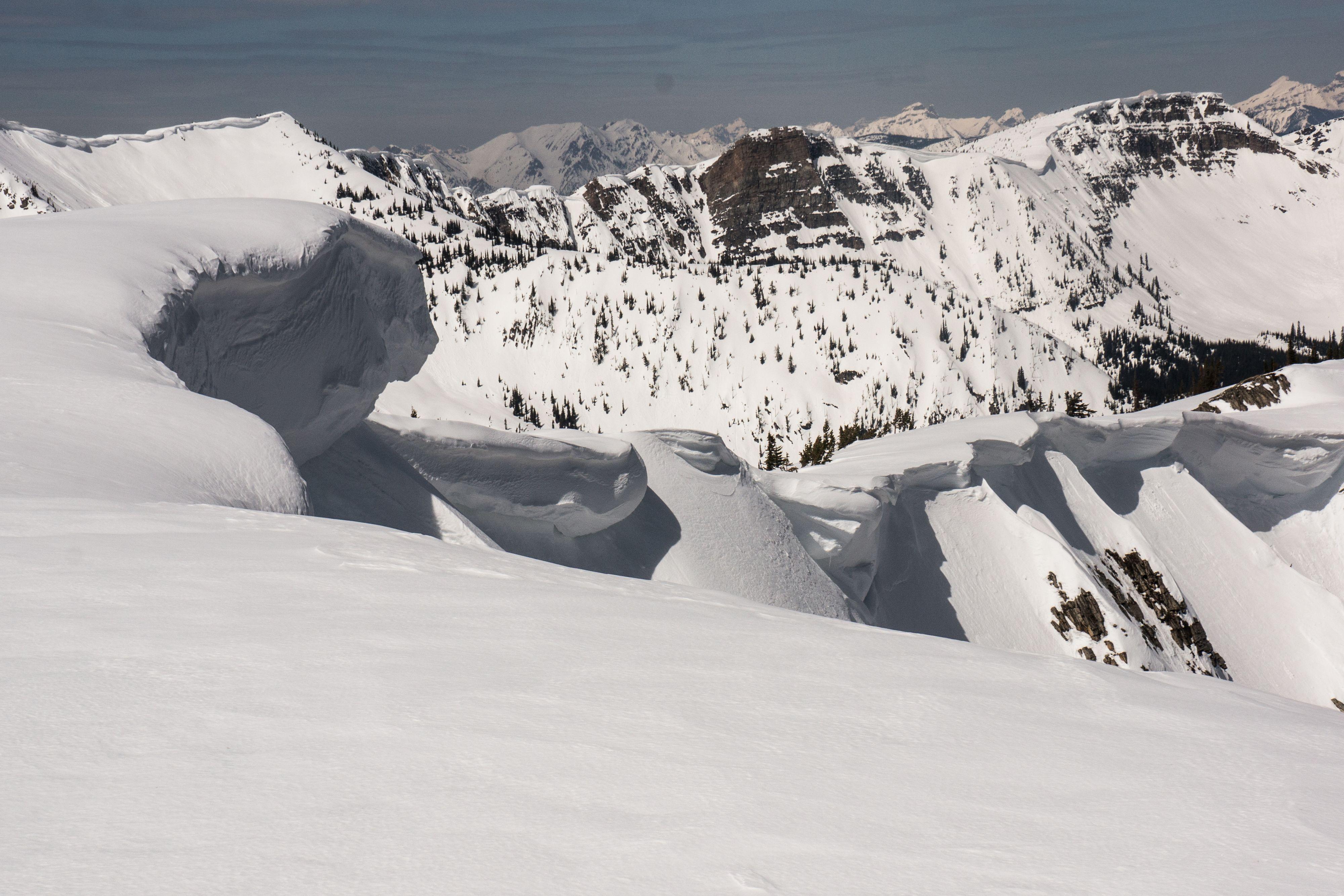 A line of captions along a ridge.