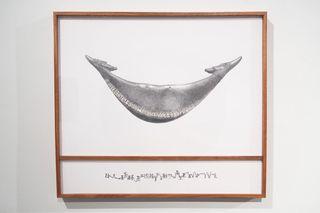 Rongorongo text L (RR21), holding hands | Grafito sobre papel, adhesivo y mahogany | 74.9 x 62.2 cm | 2015