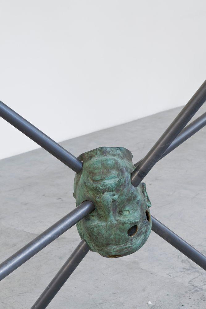 """Vista general de exhibición """"El loro desnudo"""", 2013"""