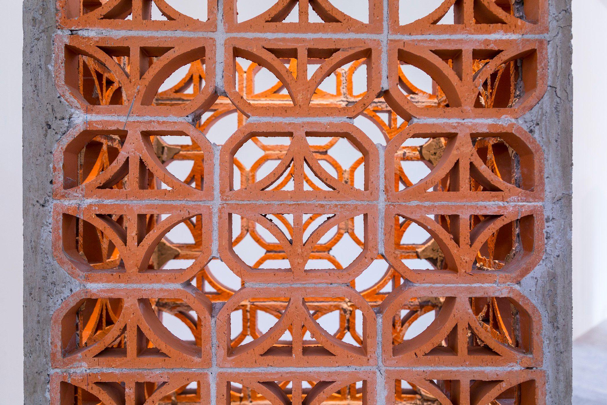 Torre C3 (Celosía clave 3)   Detalle  Cemento, arena, alambrón, alambre, celosía, triciclo de venta    101 x 80 x 350 cm   2013
