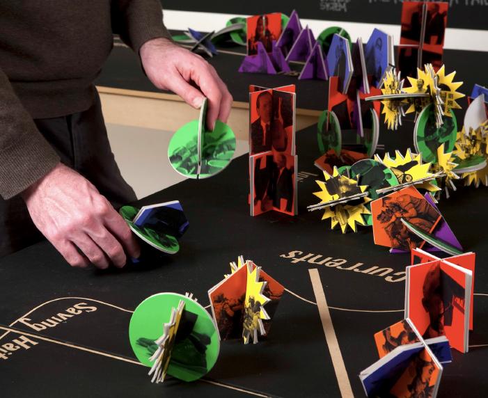 Strategy/Constrategy | Figuras de cartón suajado, mesas y pizarrones | Medidas variables | 2010