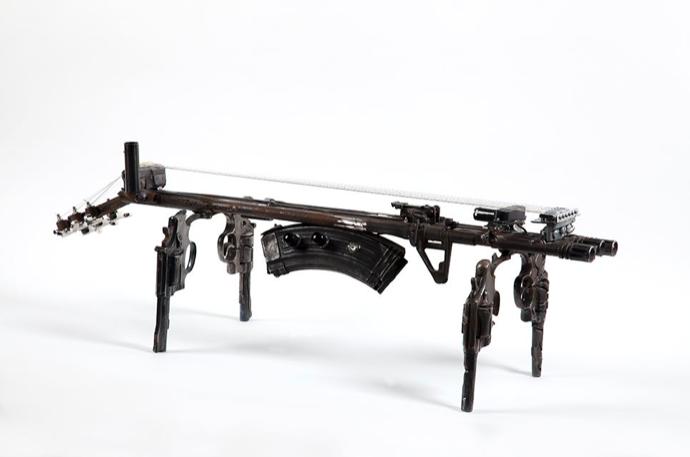 Disarm (Psaltery IV) | Instrumento hecho con armas destruida | 40 x 60 x 28 cm | 2014Disarm (Psaltery IV) | Instrumento hecho con armas destruida | 40 x 60 x 28 cm | 2014