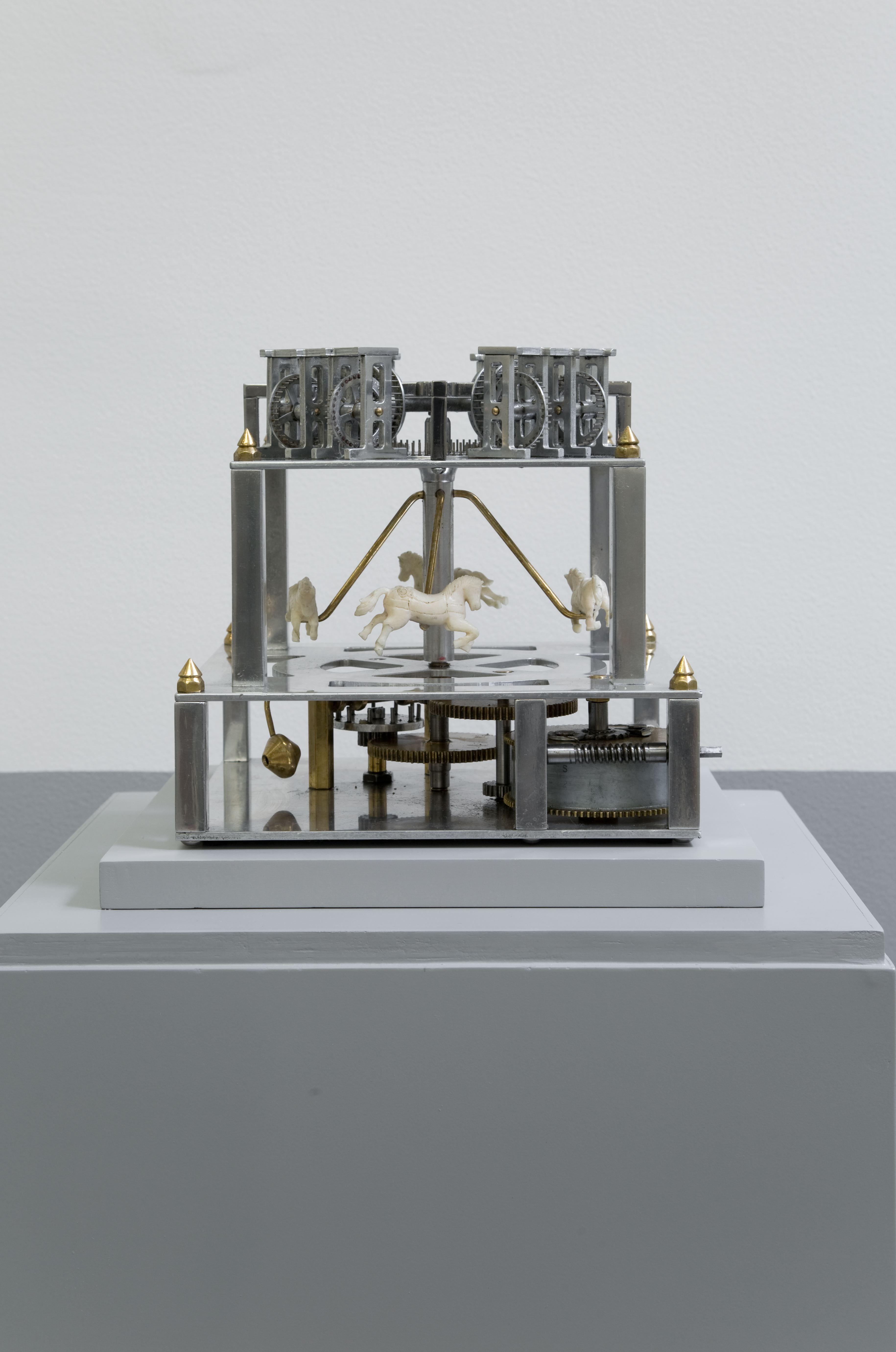 Estudios del Agotamiento: estudio no. III, La carne | Ensamblaje de aluminio, hueso, bronce y acero. | 28.5 x 23.5 x 23.5 cm | 2013