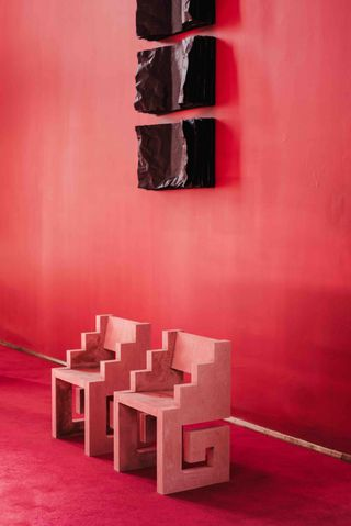 Silla Mitla | 2019 |Concreto rojo | 45 x 54 x 80 CM