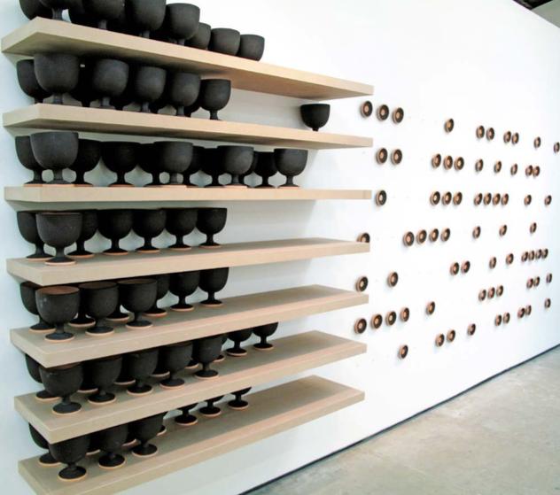 Ostracismo | 500 copones de cerámica horneada, molde, engobe y puntas de grabado | 2009