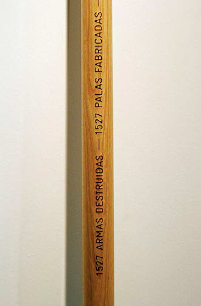 Palas por pistolas | Detalle | 50 palas hechas con el metal de 1.527 armas destruidas por habitantes de Culiacán, México. | Medidas variables | 2008
