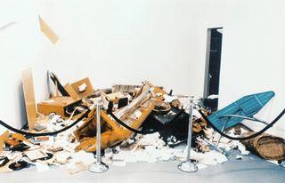 Destruction Room   Destrucción de mobiliario y objetos extraños con participación de la audiencia   233.7 x 439.4 x 294.6 cm   1988