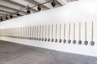 Palas por pistolas | 50 palas hechas con el metal de 1.527 armas destruidas por habitantes de Culiacán, México. | Medidas variables | 2008