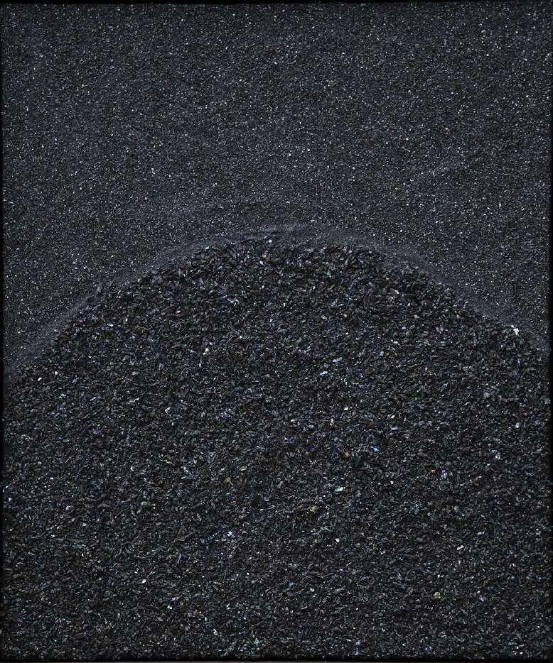 Beatriz Zamora (1935) El negro 3040 2014 Carburo de silicio sobre madera   Silicium carbide on wood  69 x 50cm  (27.17 x 19.69inches)