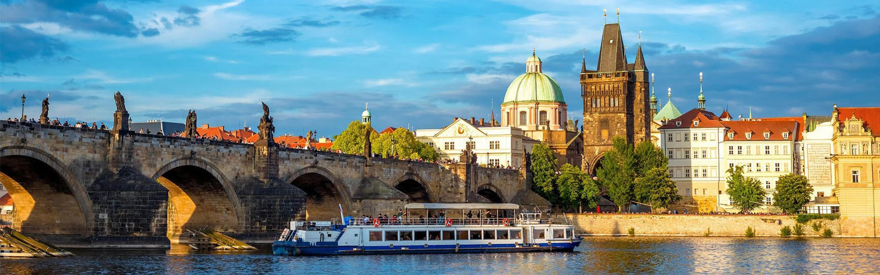 One hour river cruise around Prague