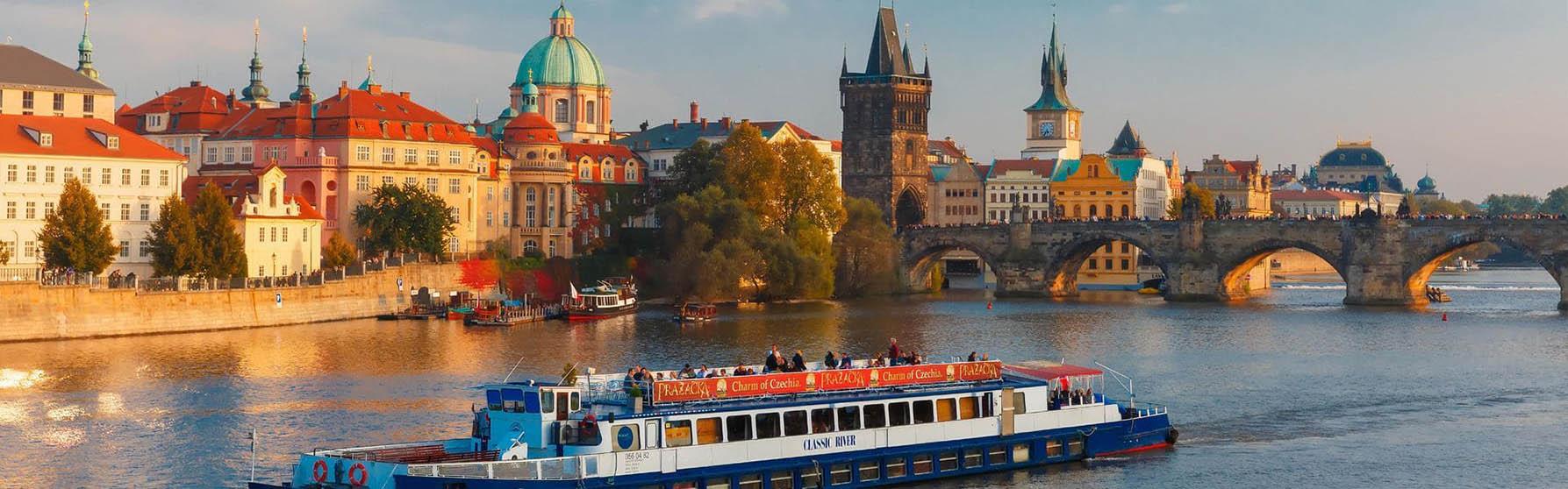 Plavby lodí po Vltavě