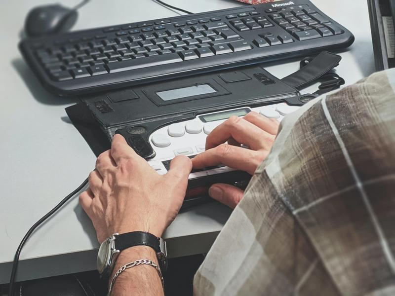 Adaptive keyboard for people with disabilities
