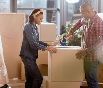 Couple Packing - Tips to Smoothly Move to a New House