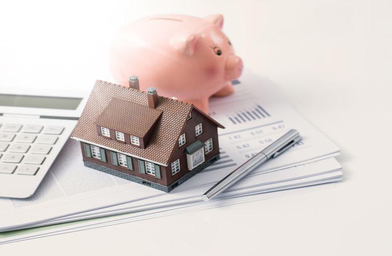 Illustration of refinancing home mortgage.