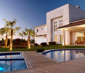 Beautiful house with a pool.
