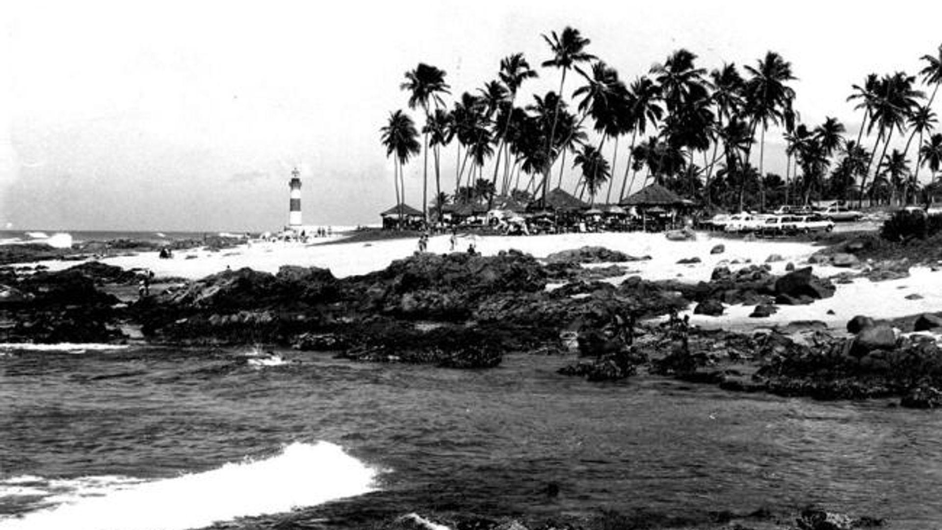 Fotografia do Farol de Itapuã na década de 1970