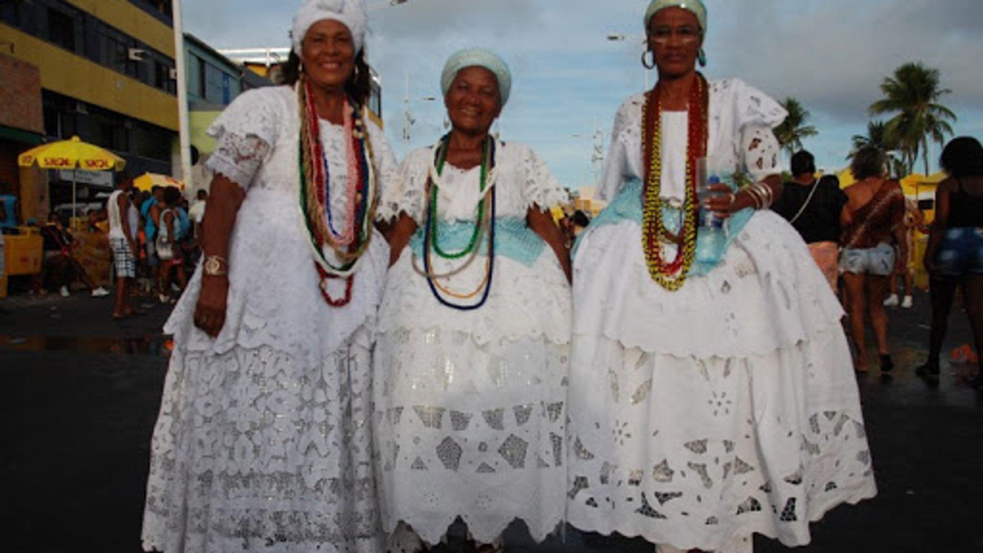 Ganhadeira Teresa (esquerda) na Lavagem de Itapuã. Foto: Vagner Souza