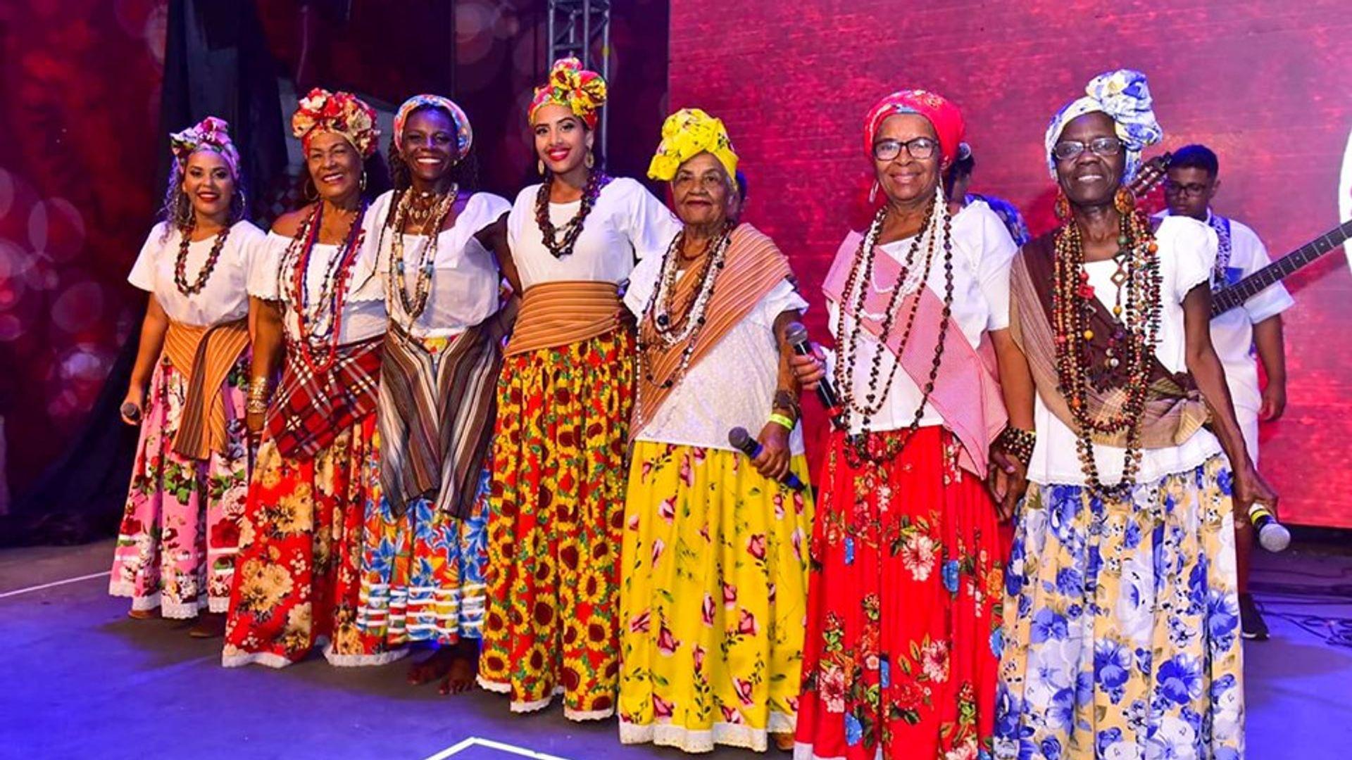 Ganhadeiras de Itapuã na festa de lançamento do enredo da Unidos do Viradouro. Foto: Carlos Papacena
