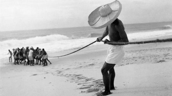 Pesca de xaréu na praia de Itapuã