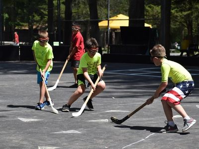 kids playing street hockey at Rambling Pines Day Camp