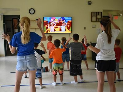 kids learning dance moves from instructors at Rambling Pines Day Camp