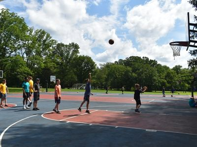 children playing basketball at Rambling Pines Day Camp