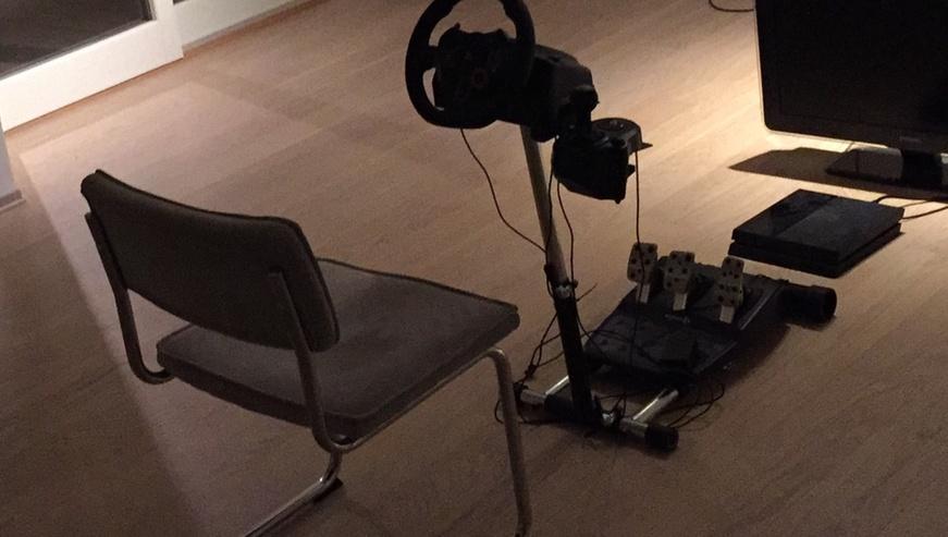 Bilde av en rimeligere variant av simracers utstyr.