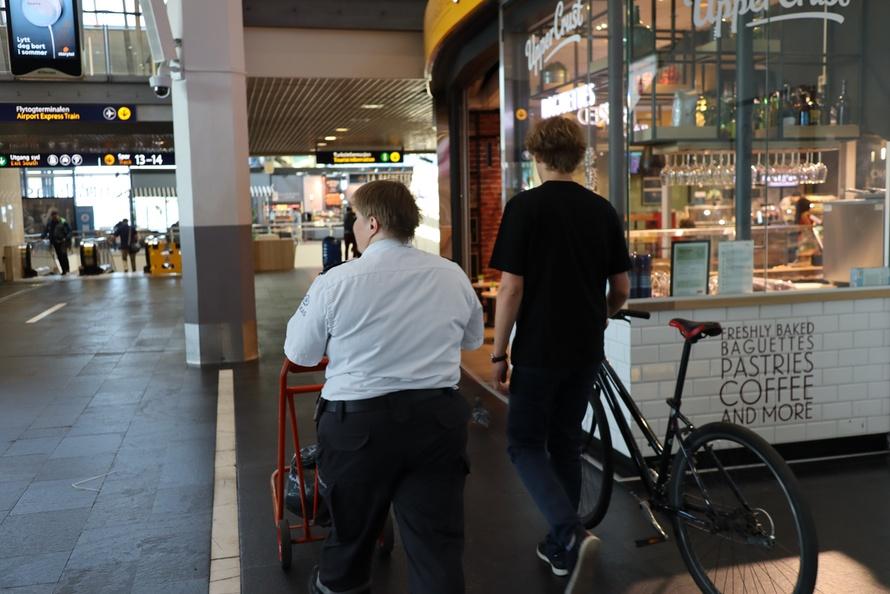 To av studentene på Oslo S