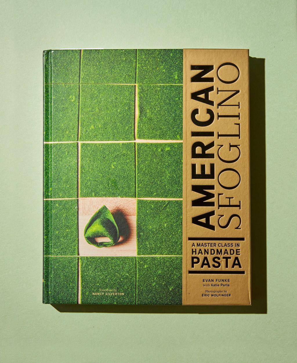 Perfeksjoner pastaskillsene dine med denne strøkne kokeboka