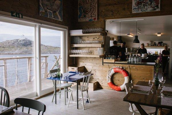 Åpnet restaurant på en øy med ni fastboende