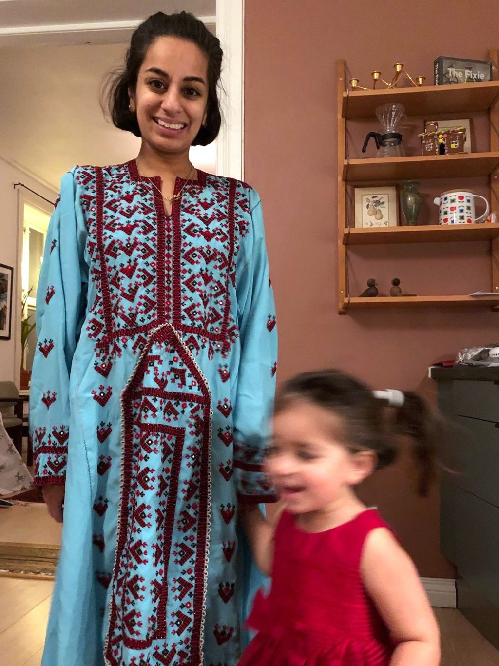 Sima Sadeghi-Braathen og datteren under en tidligere eid-feiring.