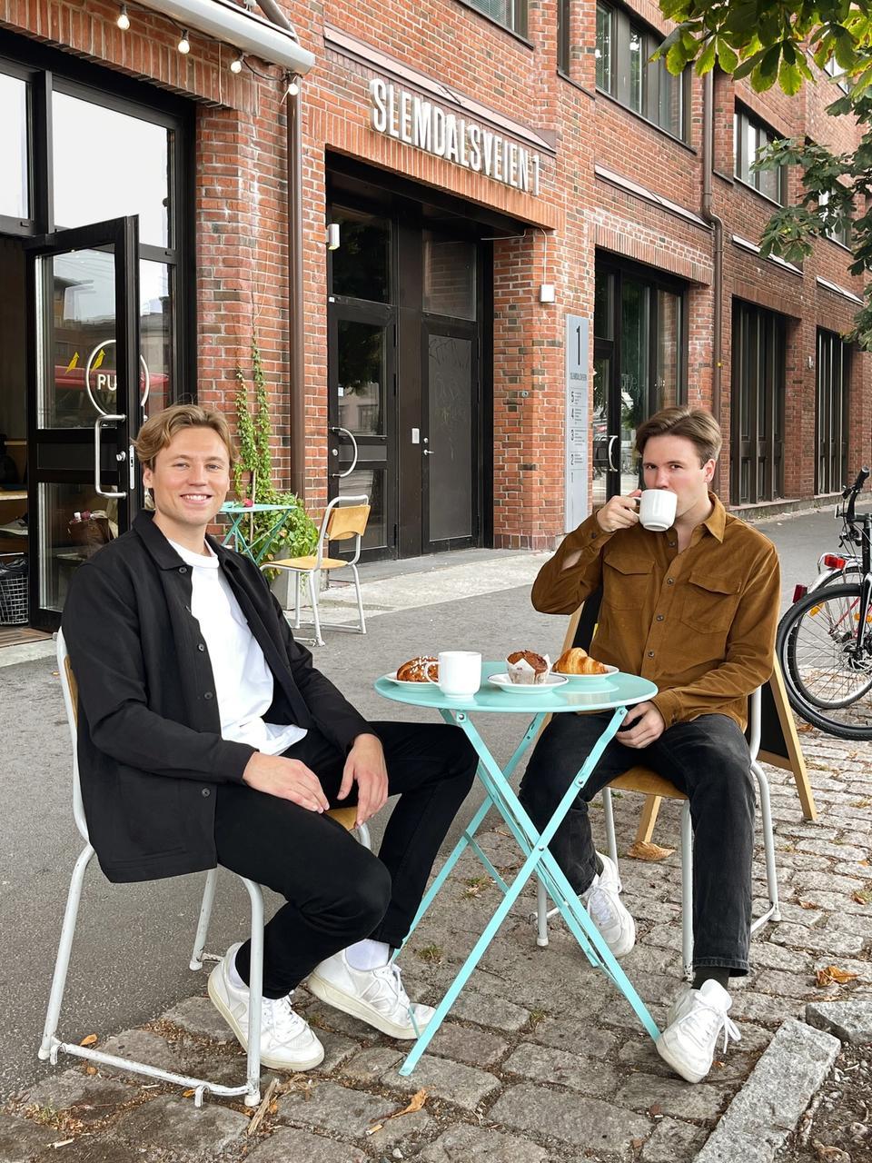 Når Sultne gutter anmelder kaféer, handler det mer om folk enn kaffe