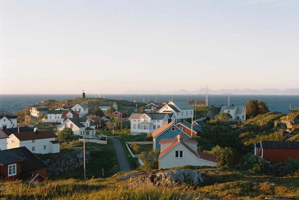 Det lille øysamfunnet Myken har bare ni fastboende. Om sommeren er det langt flere her.