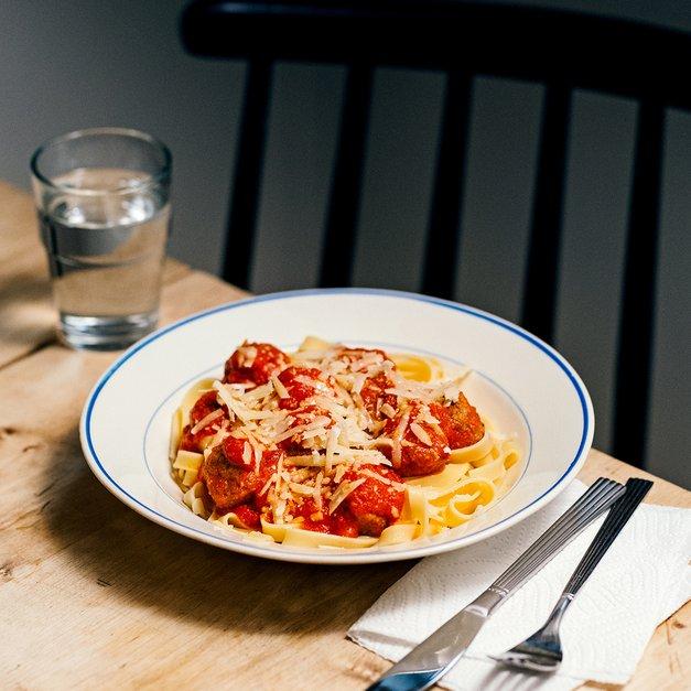 Pasta med kjøttboller og tomatsaus