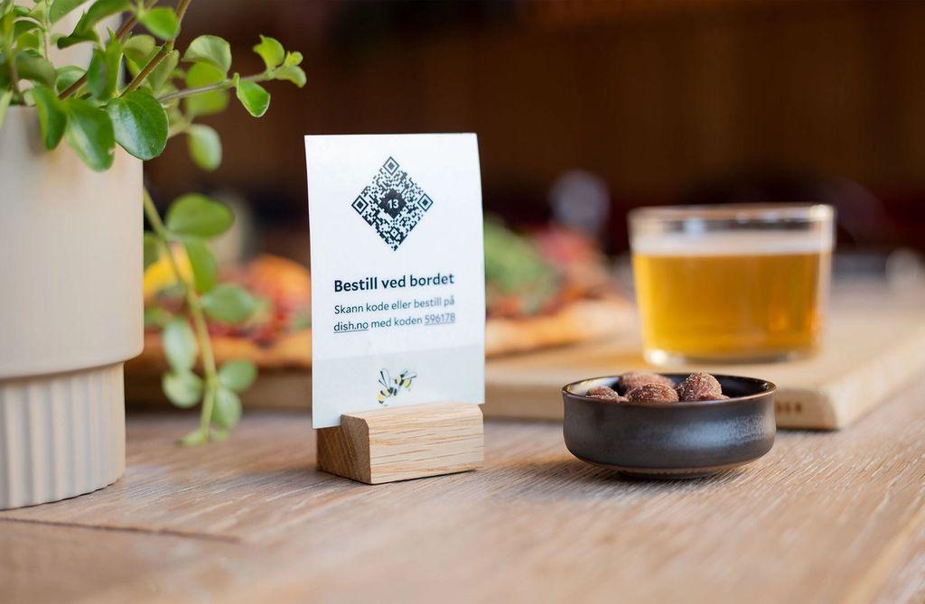 Med Dish blir menyen tilgjenglig på nett, fra et fint bordkort med QR-kode.