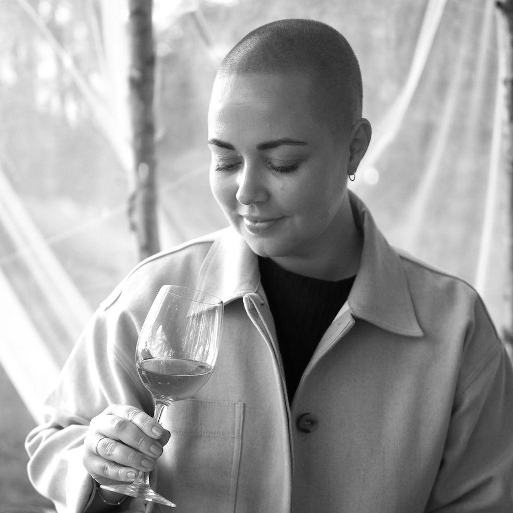 Julie er matpåvirker, og utgjør også en tredjedel av vin-instaen Fyllechatten.