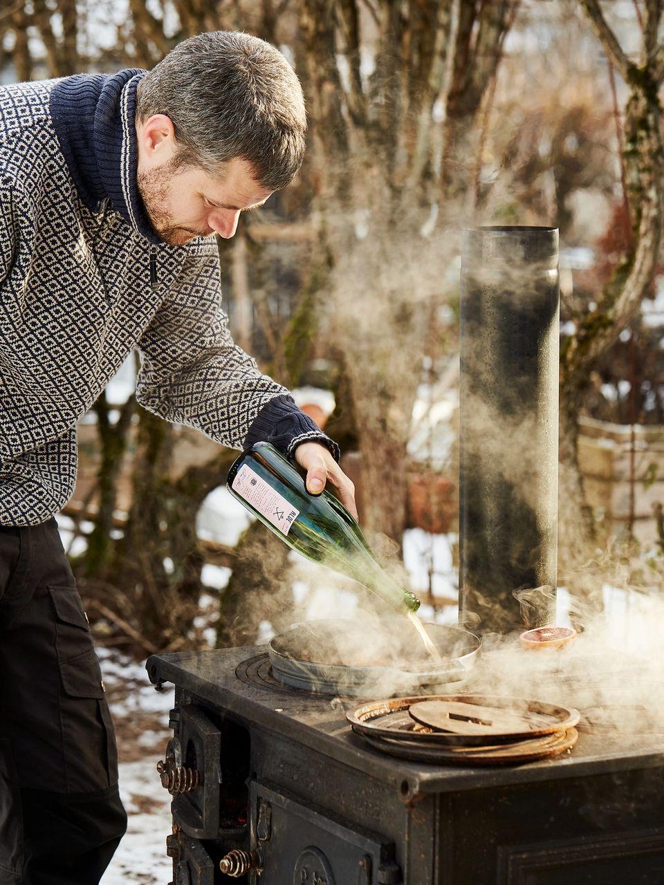 Trenger du et skikkelig matprosjekt? Prøv å lage rillettes med åpen ild