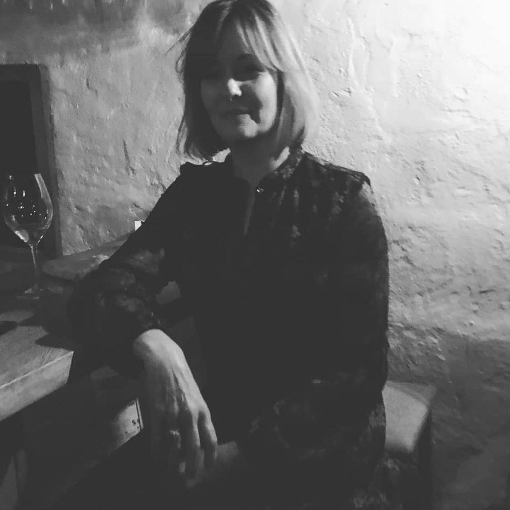 Veslemøy er innehaver av Nektar vinbar. Har tidligere jobbet for vinimportøren Mostue.
