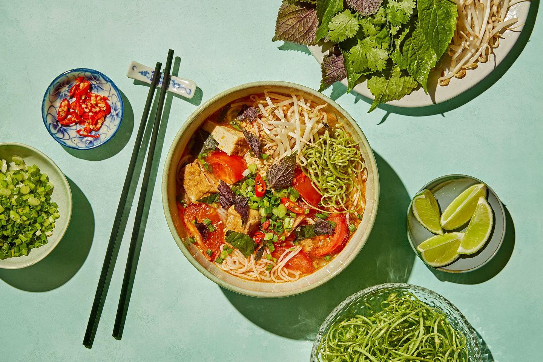 Underdogen bún riêu er blant Vietnams diggeste supper