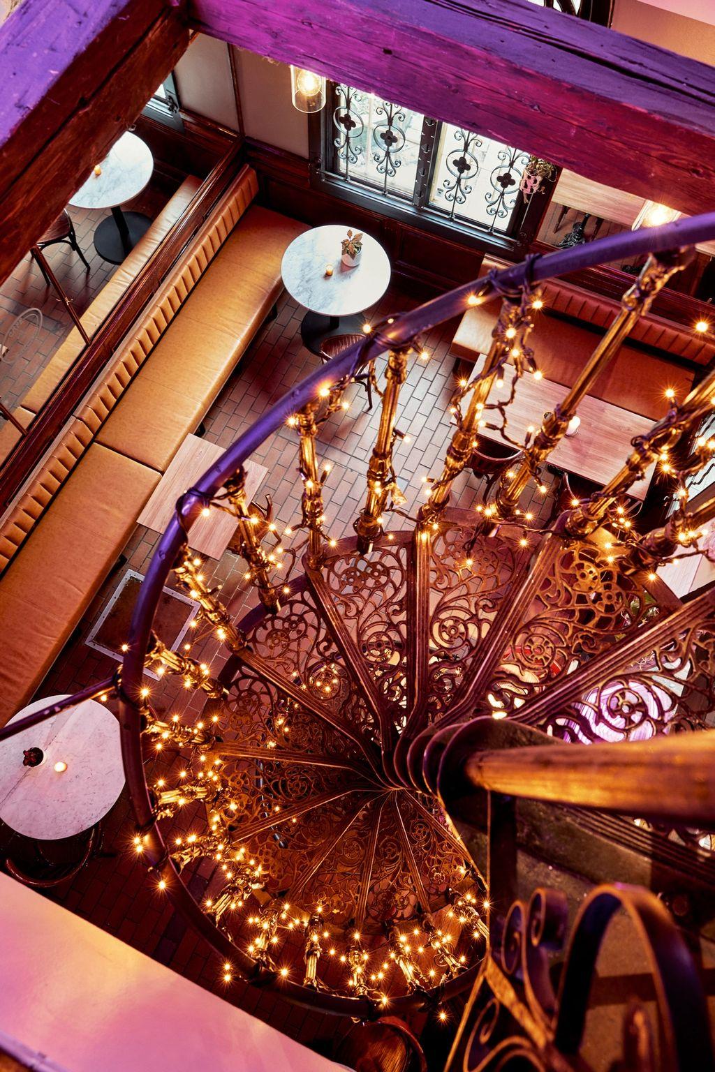 Opp vindeltrappa blir det et eget rom for vinsmakinger og andre arrangementer.
