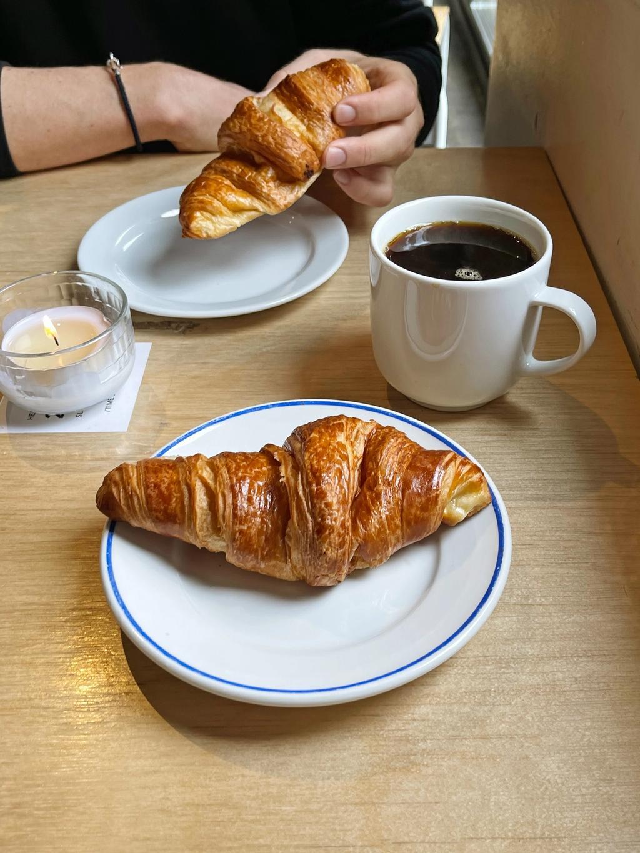 En mor på bytur mener croissantene er for store. Det mener ikke vi.