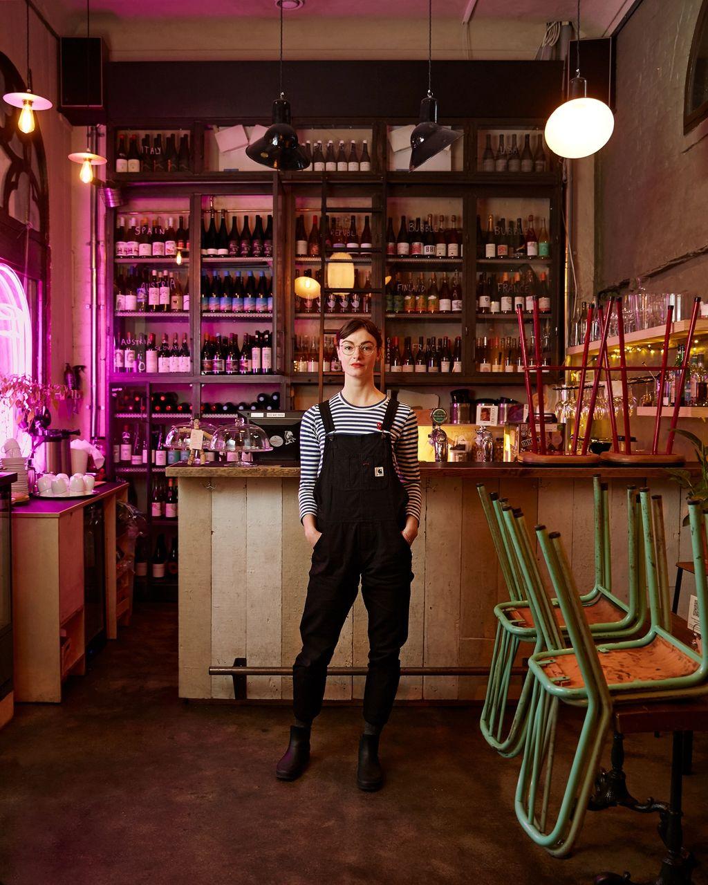 Lise Aanes er barsjef på Esaias Vinbar, og driver podkasten «Lise + Vin = Sant»