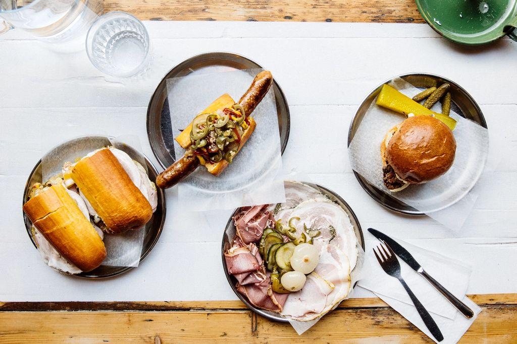 Fett og digg! Fra venstre: Cubano, Løkka hotdog med pølse fra Indre Oslo matforedling, cold cuts og fried chicken sandwich.